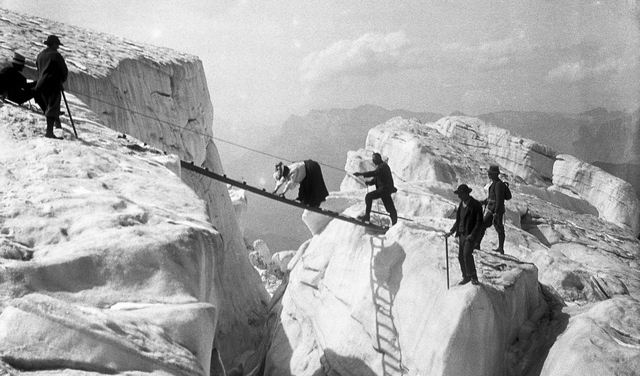 Victorian mountaineering. Photo Chamonet